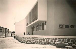 Imagem do edifício-sede da Casa do Povo de Alvalade, datada de 1962